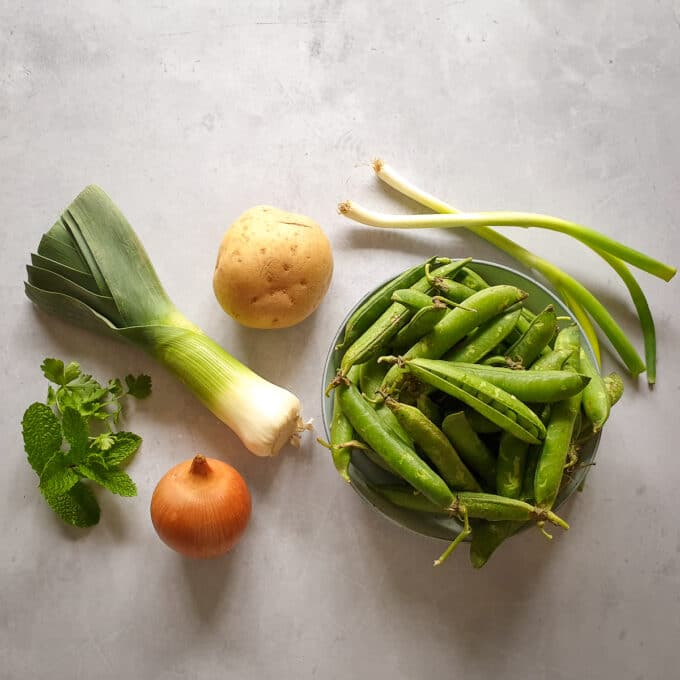 Ingredients to make pea pod soup
