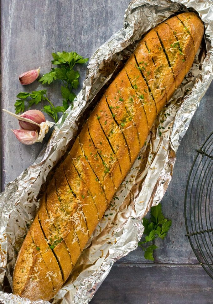 The Best Vegan Garlic Bread recipe - so easy and totally delicious #vegan #plantbased | www.thevegspace.co.uk