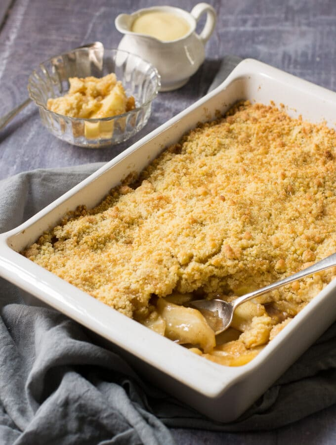 Vegan Apple Crumble with cinnamon