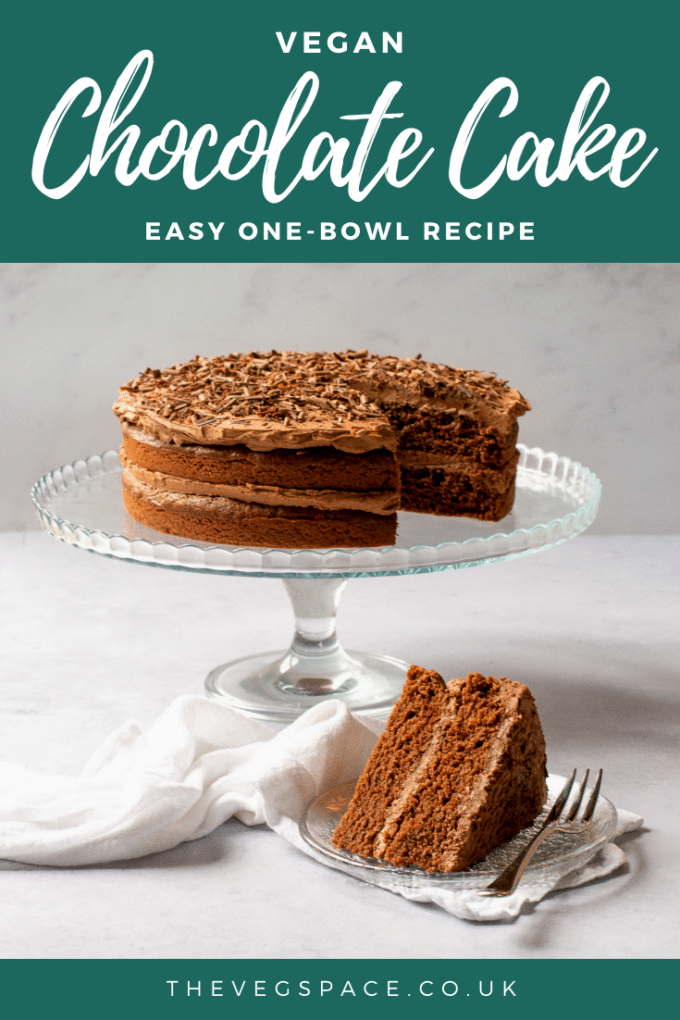 An easy vegan chocolate cake recipe - just one bowl with no unusual ingredients, moist and choclatey #vegan #TheVegSpace