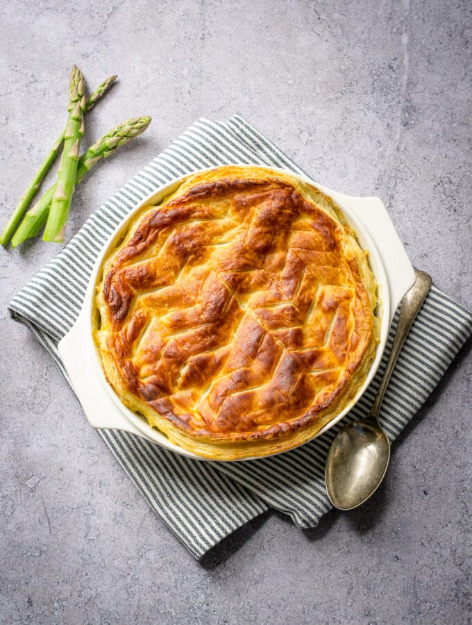 Vegetable pie with puff pastry